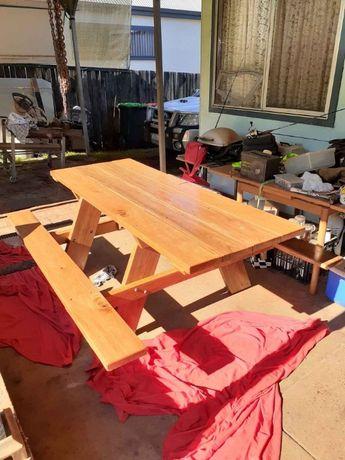 Mesa madeira maciça.