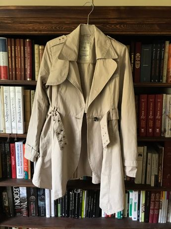 Śliczny płaszcz trencz GUESS r.36