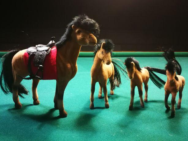 Zestaw koni  1 duży i 3 mniejsze