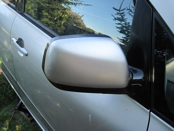 Lusterko prawe Toyota Avensis Verso 02-05 eu