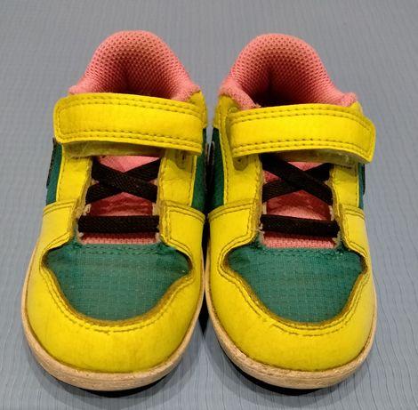 Кросівки Nike для дівчинки.