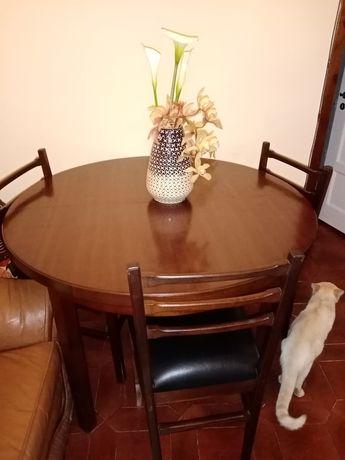 Mesa de sala estensivel com cadeiras
