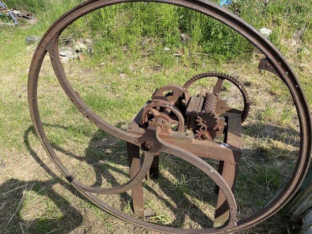 Stara sieczkarnia firmy E. Reymond Konin