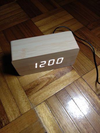 Годинник та будильник LED.