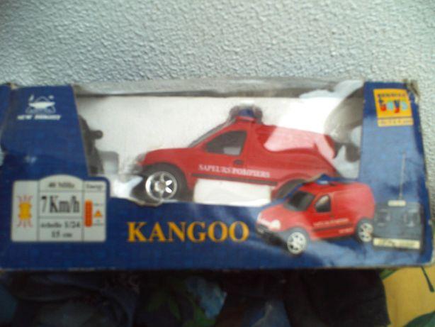 Carro renault Kangoo de criança com comando novo