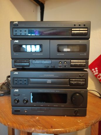 Hi-Fi Marca JVC (c/ rádio, duplo deck de K7s e CDs)