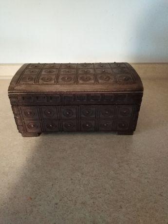 Drewniana kasetka