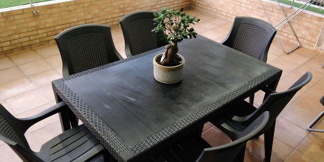 Mesa e cadeiras de jardim *RESERVADO*