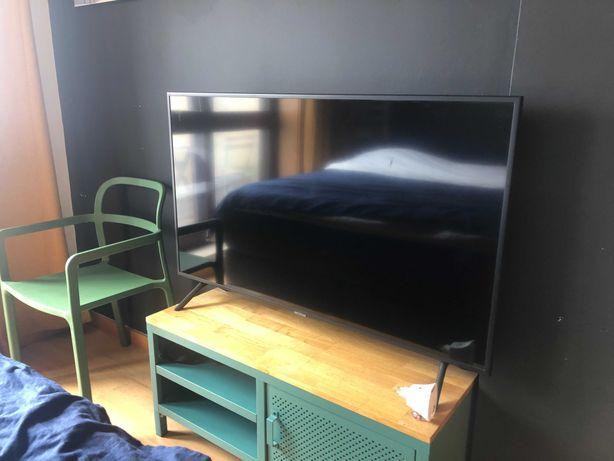 TV SAMSUNG UE50RU7105 (LED - 50'' - 127 cm - 4K Ultra HD - Smart TV)