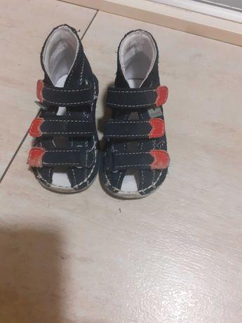 Buty, sandały dla chłopca rozmiar 19