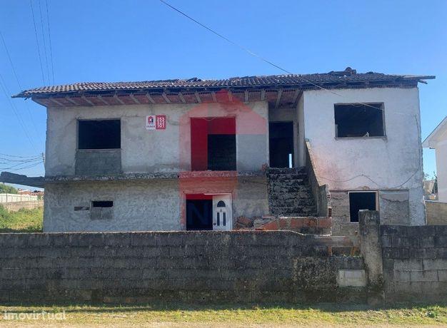 Moradia V3 para restauro em Ferreiros, Amares