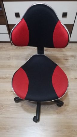 Fotel obrotowy dziecięcy do biurka