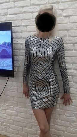 Śliczna sukienka z cekinami