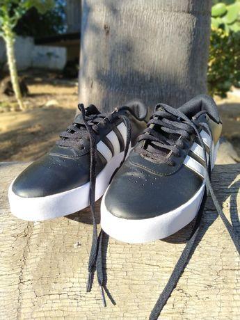 Sapatilhas Adidas Court Bold tamanho 41⅓