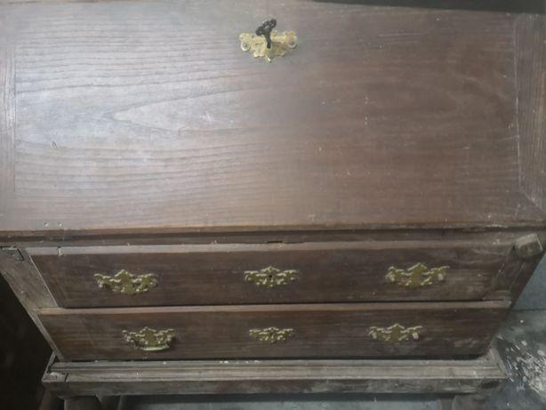 Escrivaninha muito antiga para restauro