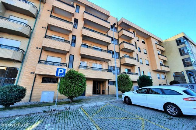 Apartamento T2 Para Arrendar No Castelo Da Maia