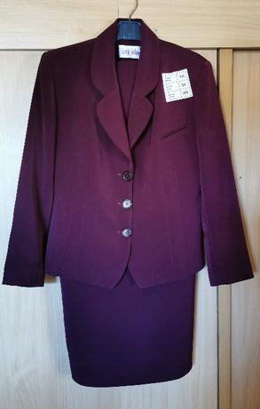 Wiśniowy, elegancki kostium - żakiet i spódnica.