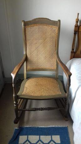 Cadeira de baloiço em palhinha