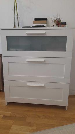 Biała komoda Ikea