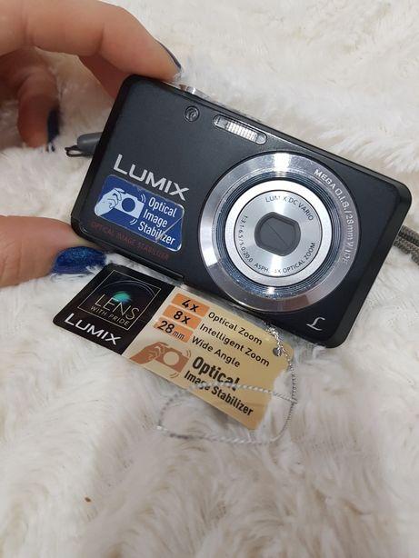 Aparat fotograficzny Panasonic + etui