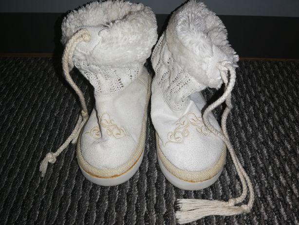 buty dziewczęce ; r. 24