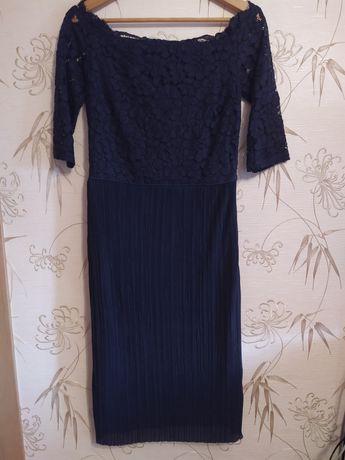 Декольтированное нарядное платье