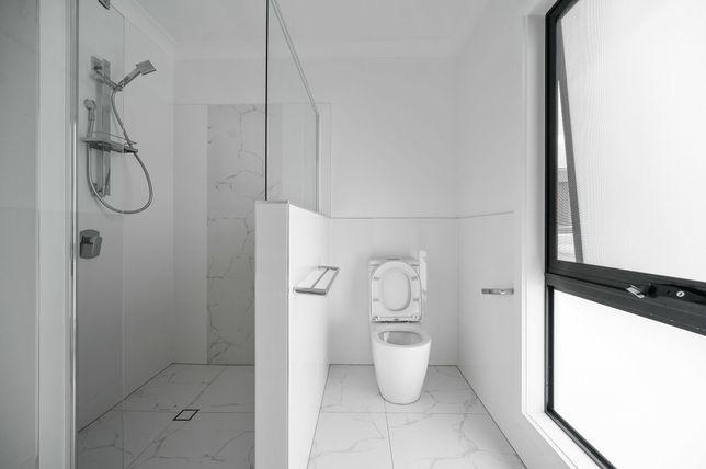PŁYTKI, Remonty łazienek, Hydraulika, Biały montaż