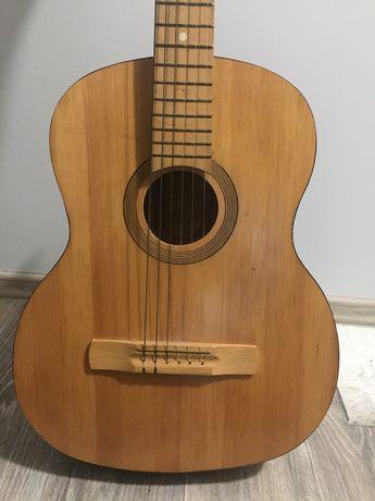 Продам гитару 6 струнную
