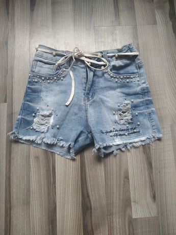 Стильні джинсові шорти.