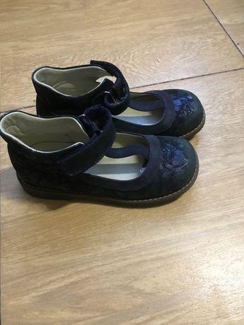Продам демисезонные ортопедические туфли.
