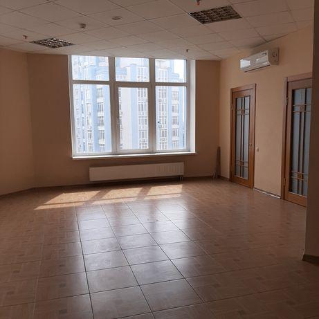Сдам офис 94 кв.м в БЦ на Днепровской набережной