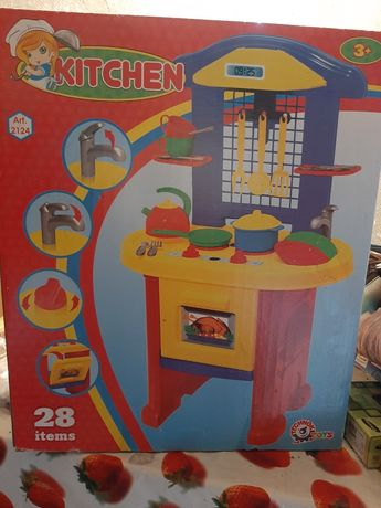 Дитяча іграшкова кухня.