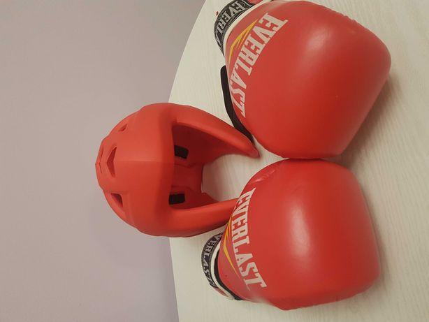 Детские перчатки и шлем для бокса