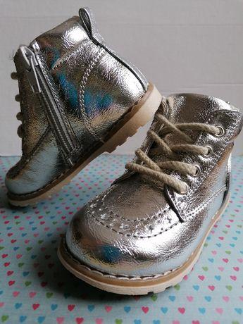 Buty buciki trzewiki półbuty NOWE roz. 22 dla dziewczynki Srebrne