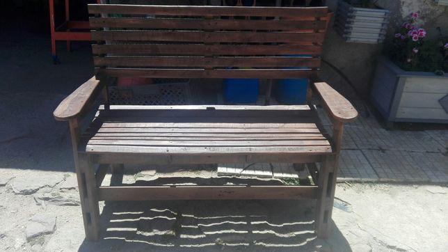 Banco de jardim de madeira reciclada