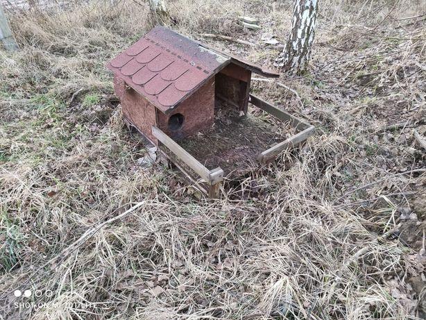 Domek drewniany ogrodowy dla kota