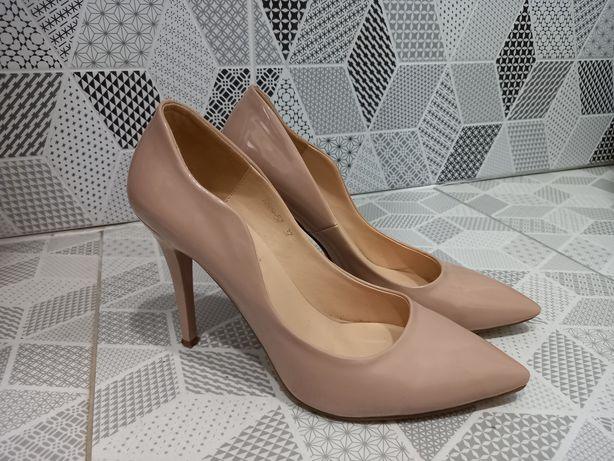 Классические бежевые туфли -лодочки