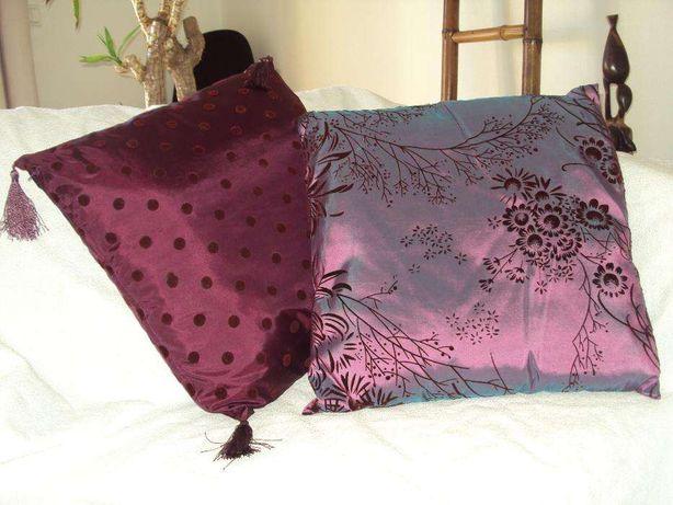 Almofadas de seda e pano de mesa novos