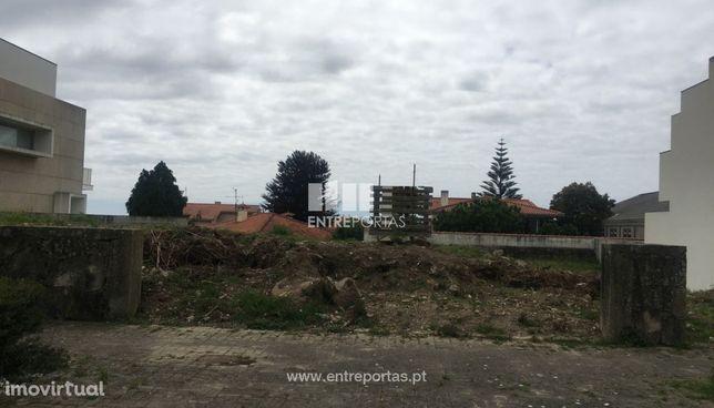 Venda de lote para construção com 424m², Areosa, Viana do Castelo