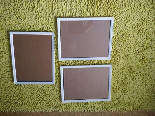 Conjunto de três molduras brancas