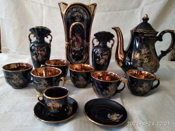 Посуда: чашки, ваза, чайник из сервиза