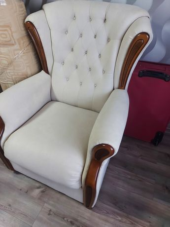 Мебель два кресла и диван.