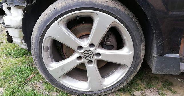 Passat 18. Renault 17