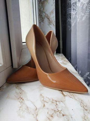 Туфлі-лодочки лаковані