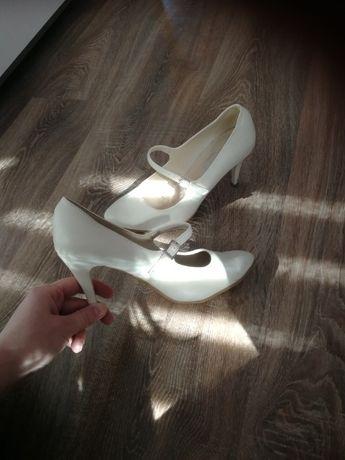 Buty ślubne szpilki