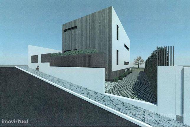 Terreno com Projecto aprovado para Moradia Unifamiliar no Estoril