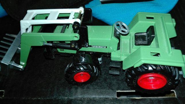Siku Traktor -ładujący