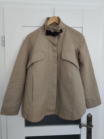Krótki płaszcz trencz marki Mango rozmiar S