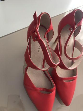 Sapatos vermelhos 37 novos