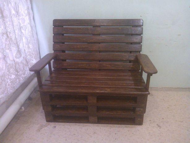 Диванчик деревянный